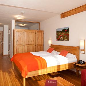 Hoteltrakt Getreidelager: Einzelzimmernutzung Doppelzimmer Innenhof