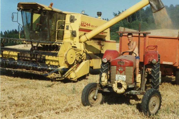 Tobias und Michael Hecker bei der Ernte